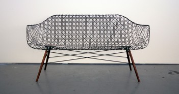Carbon Fiber Eames Sofa par Matthew Strong