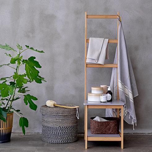 Chaise-échelle en bambou (H.: 135 cm), Bloomingville. 195 euros.