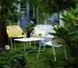 """""""Croisette"""", collection en aluminium et tressage synthétique, banquette, fauteuil et table (L.: 97 cm), Fermob chez Quatuor. 450 euros, 290 euros et 270 euros."""