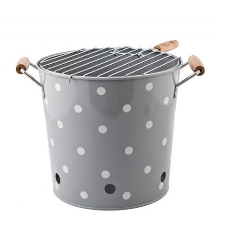 Barbecue nomade en métal (28 x 25 cm), Jeanne Store. 59 euros.