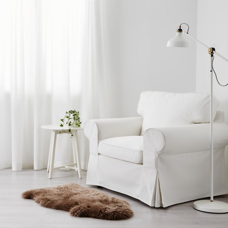 Peau De Mouton Grise Ikea une peau de mouton pour réchauffer notre intérieur - déco idées