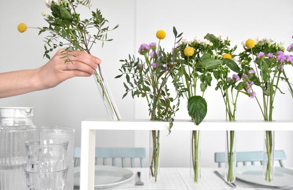 DIY : un centre de table fleuri