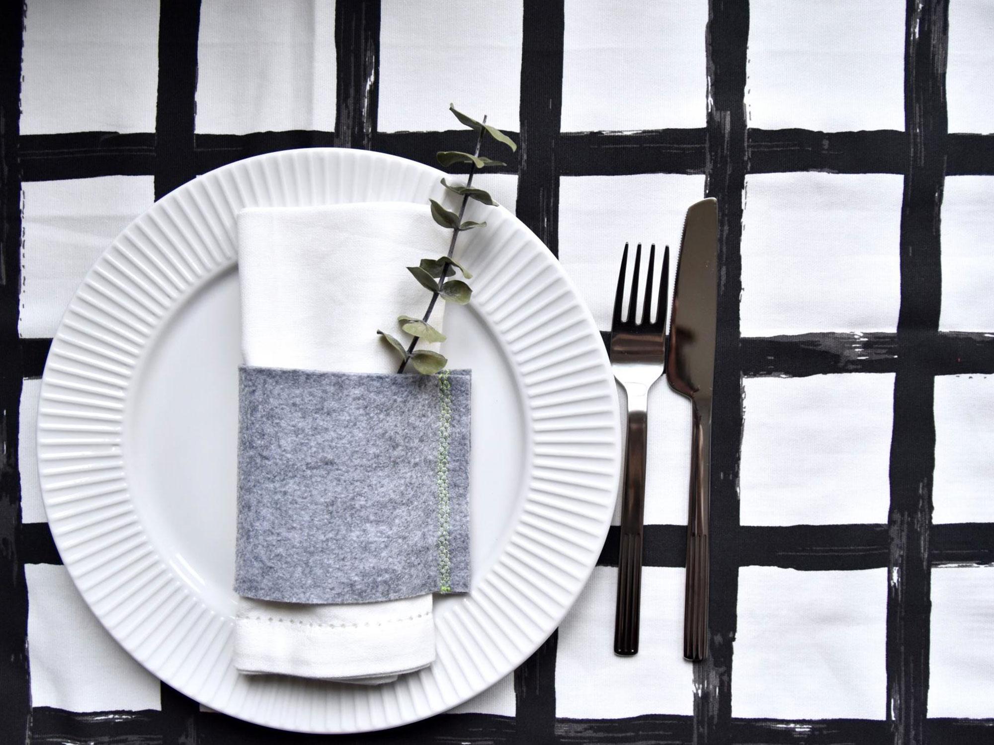 diy des ronds de serviette en feutre d co id es. Black Bedroom Furniture Sets. Home Design Ideas