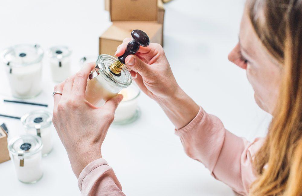 3 artisans belges créent leurs bougies à la maison