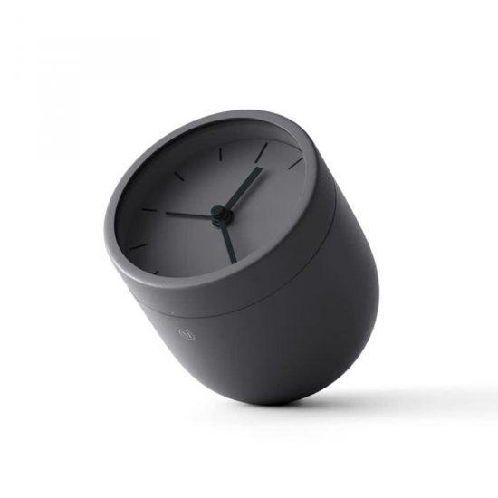 Réveil 'Norm Tumbler' en acier vernis couleur carbone