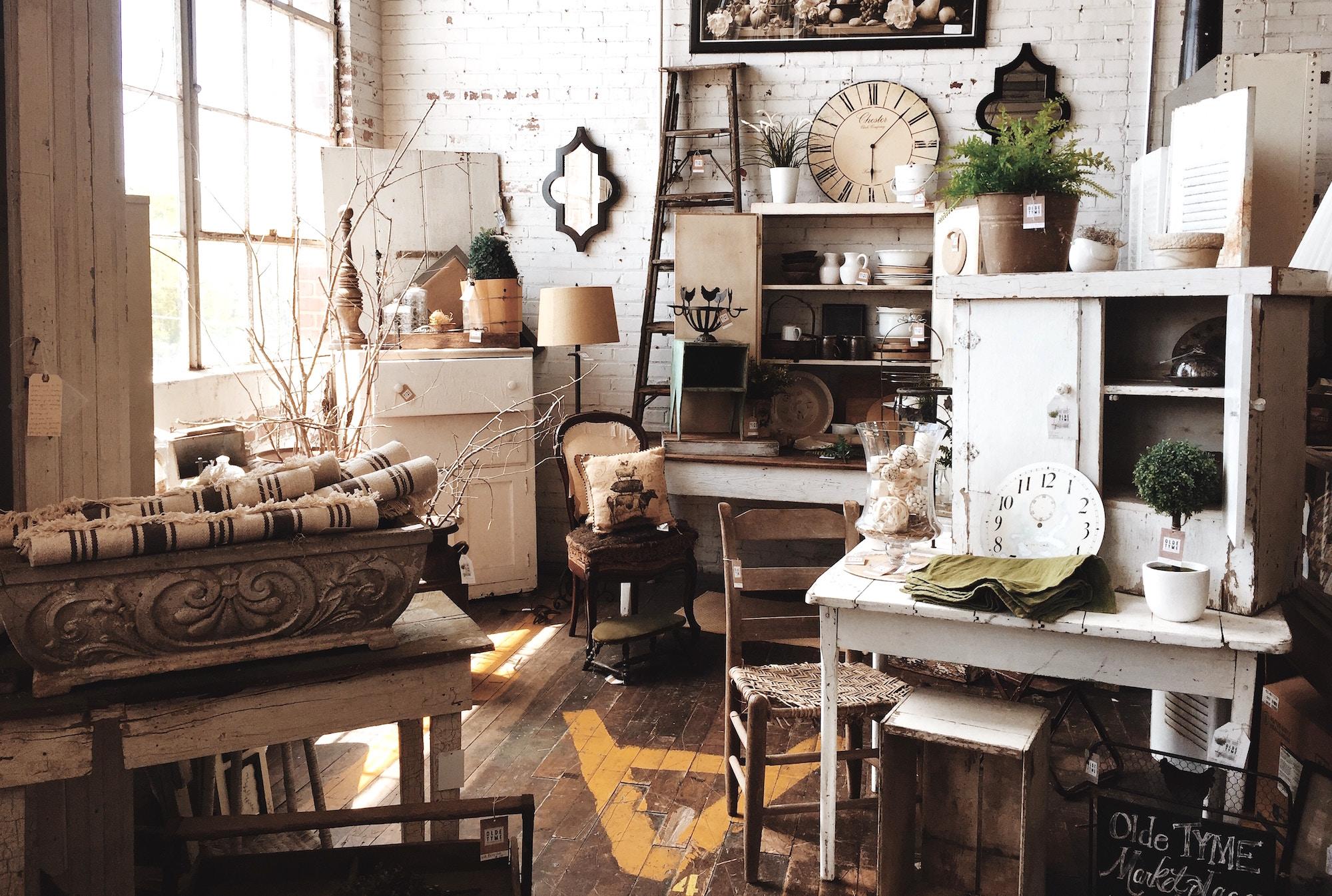 esprit maison de campagne que chiner en brocante d co id es. Black Bedroom Furniture Sets. Home Design Ideas