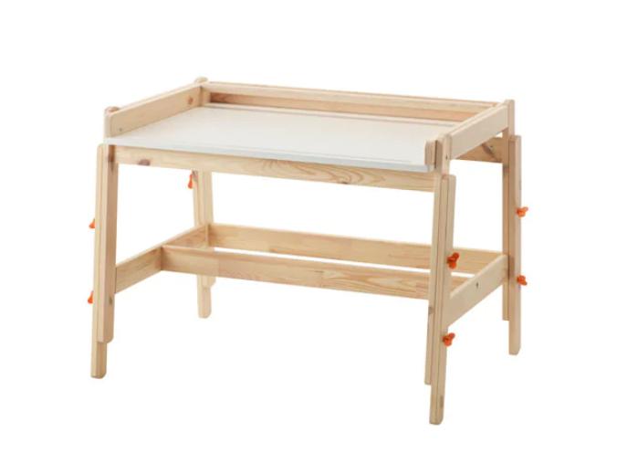 Bureau réglable pour enfant 'FLISAT' en pin massif (L 92 x l 67 x H 53 à 72 cm), IKEA, 69€