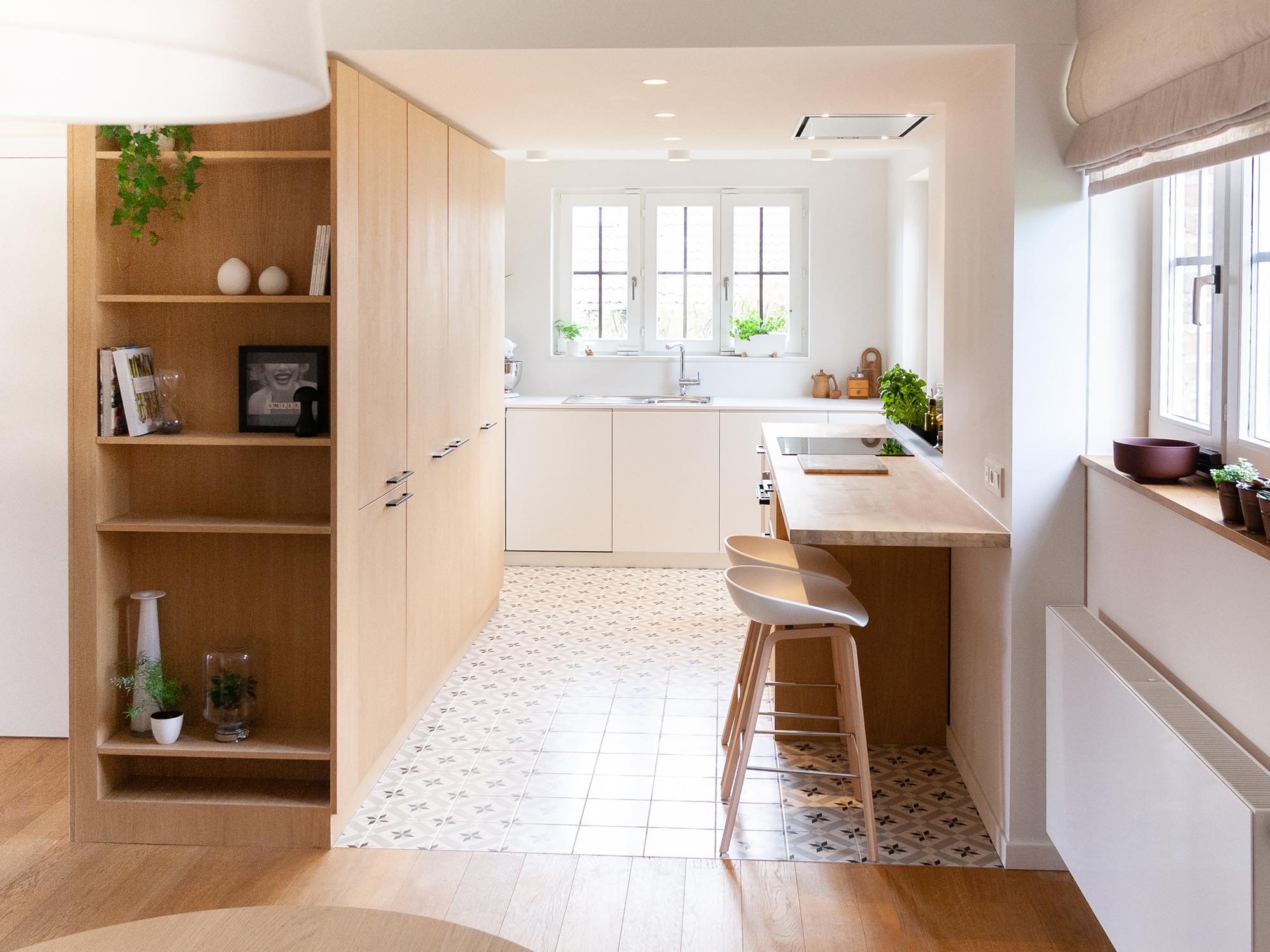 Cuisine Lumineuse Sans Fenetre avant / après : une cuisine ouverte, lumineuse et conviviale