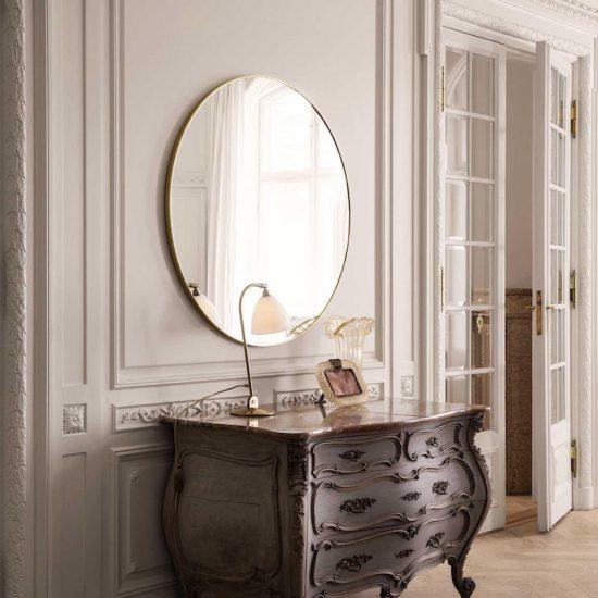 Grand miroir rond en laiton (D 110 cm), Gubi, 1309€