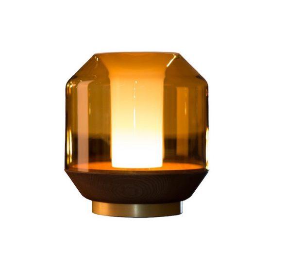 Lampe de table 'Lateralis' couleur miel, bois et béton (D 23 x H 25 cm), Innermost, 570€