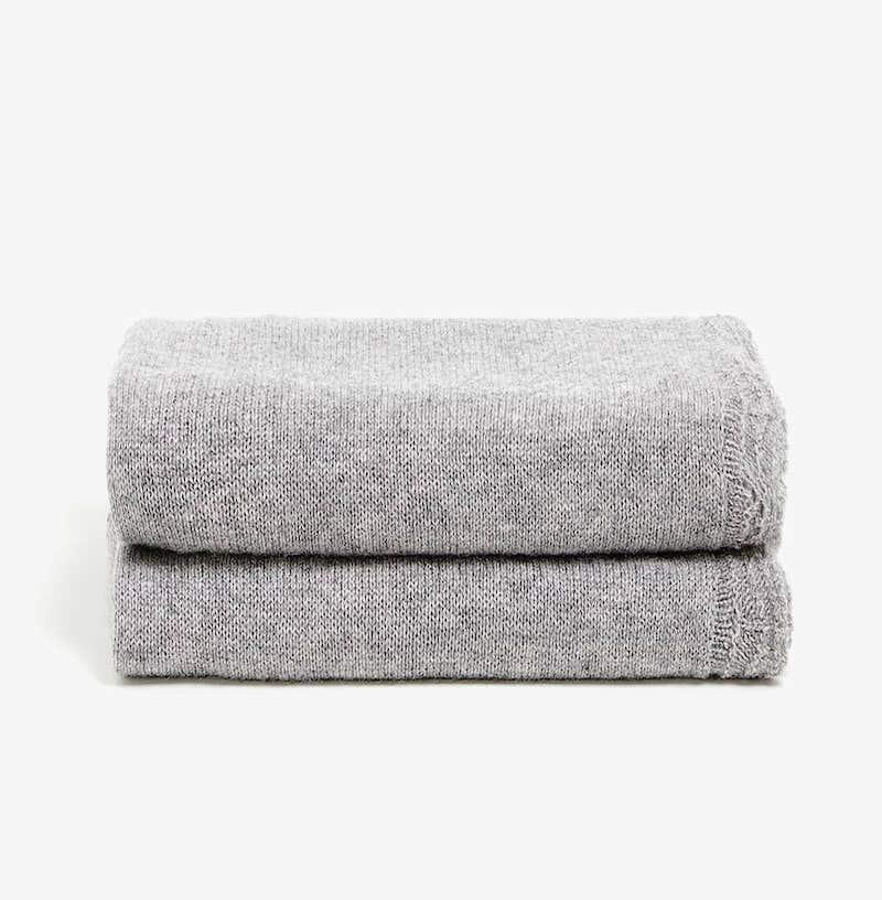 Couverture en cachemire gris (70 x 100 cm), Zara Home, 69,99€