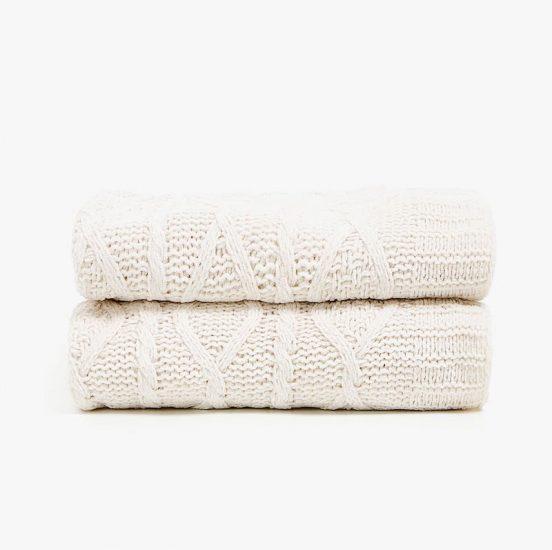 Couverture en maille torsadée blanche (130 x 170 cm), Zara Home, 59,99€