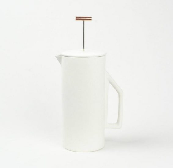 Cafetière à piston en céramique blanche (D 8,9 x L 14 x H 19 cm), Yueld Design, 120€