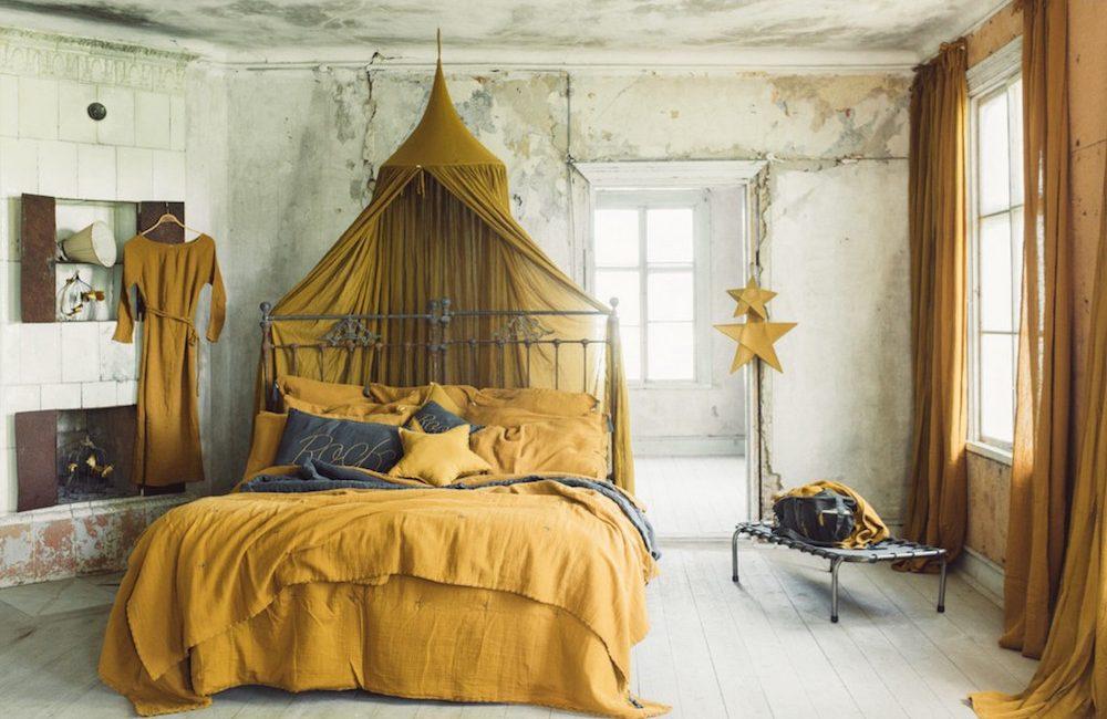 Une chambre d'enfant couleur ocre et caramel