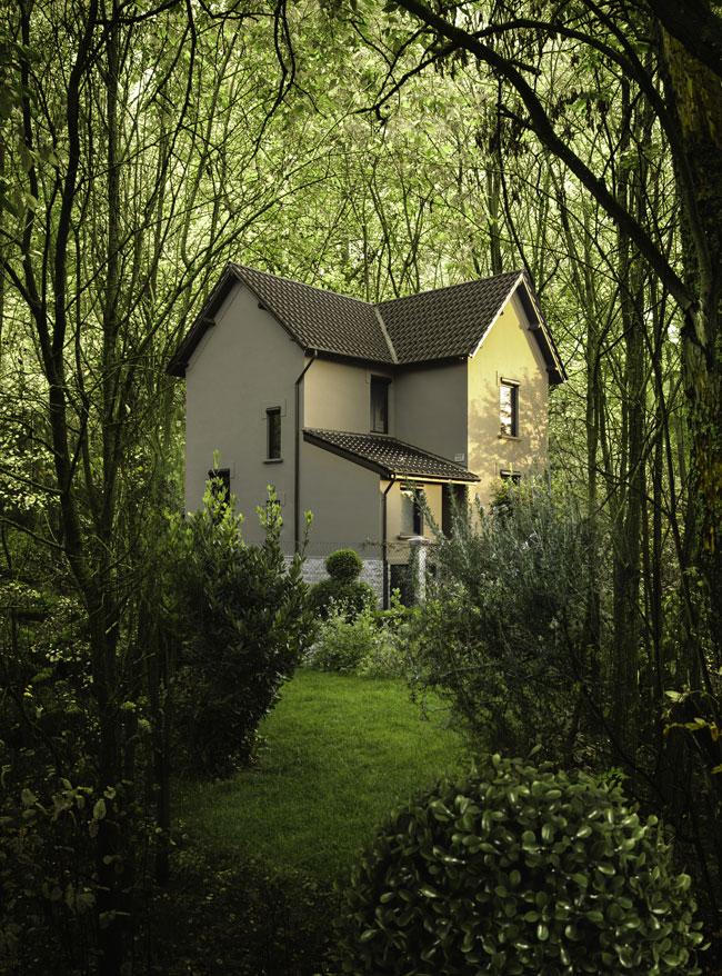 La façade extérieure de la maison familiale dans les Ardennes françaises