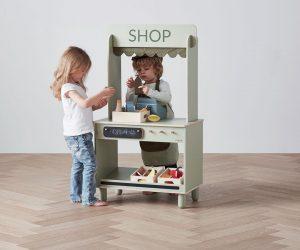 Flexa vous offre un meuble jouet en bois et ses accessoires