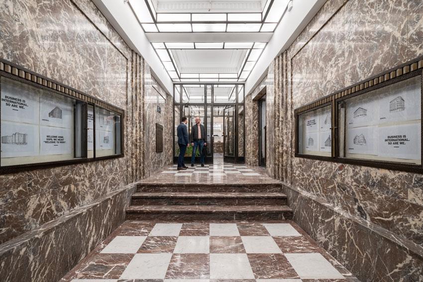 space couloir marbre