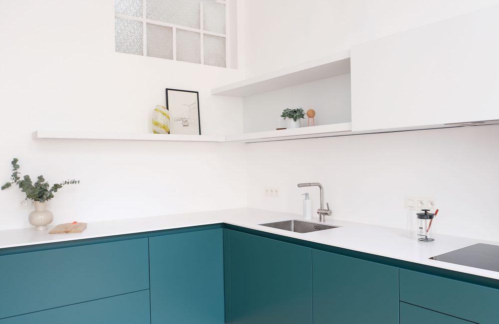 Avant / Après : Un appartement où les tonalités turquoise donnent le ton
