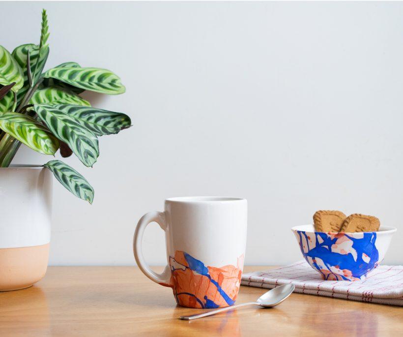 DIY : embelissez votre ancienne vaisselle avec des motifs artistiques